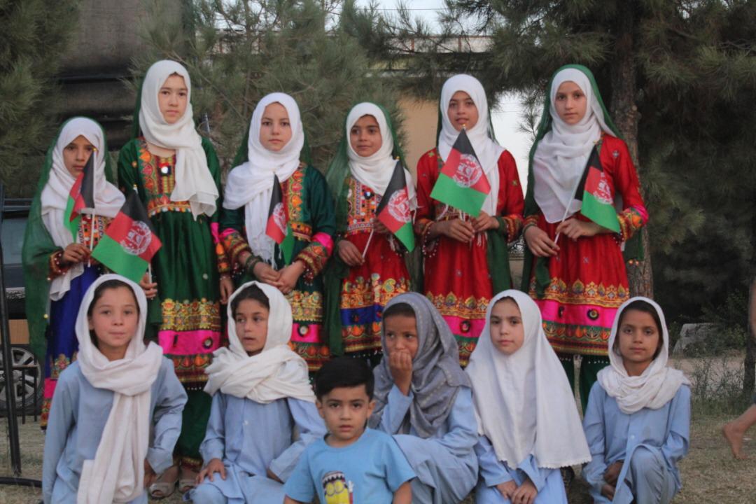 """Les filles du groupe """"poèmes"""" de notre école à Kunduz"""